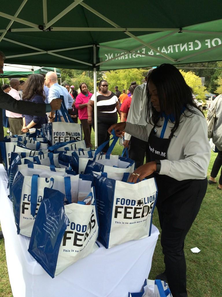 Photo of Food Lion volunteer